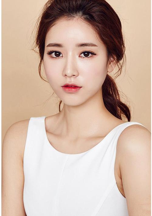 Massage mặt kiểu Hàn Quốc