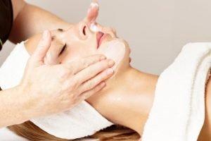lợi ích của massage mặt tại nhà
