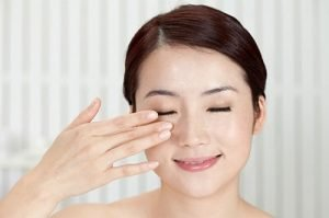 massage for the eyes get rid of crow's feet